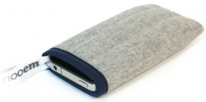 FUNDA TEXTIL IPHONE GRIS -NOOEM