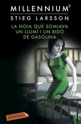 NOIA QUE SOMIAVA UN LLUMÍ I UN BIDÓ DE GASOLINA, LA [BUTXACA]